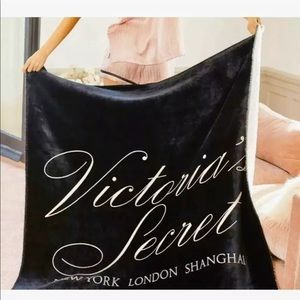 ❤️New Victoria's Secret Sherpa! ❤️